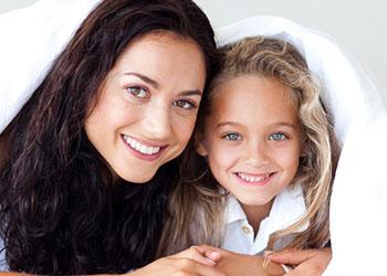 tvatta madrass mor och dotter ligger i sang